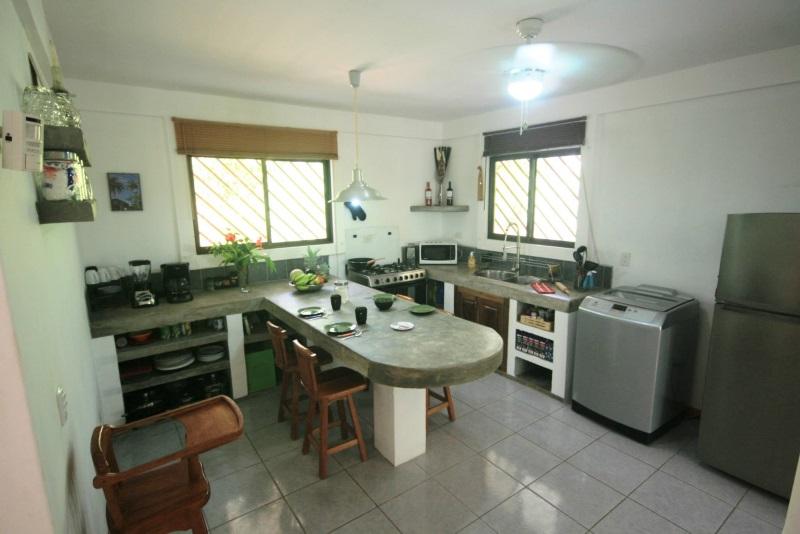 Income property playa pilon pavones real estate costa rica - Element de cuisine independant ...